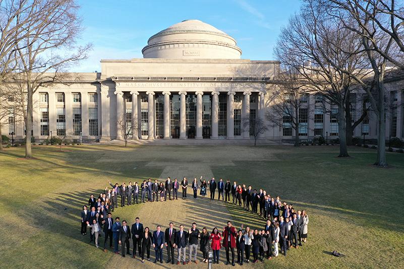 MIT SCM class of 2020 on Killian Court. Drone photo: Ye Ma, SCM 2020